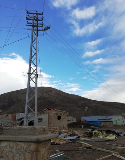 Erzincan'da şiddetli rüzgar hasara yol açtı