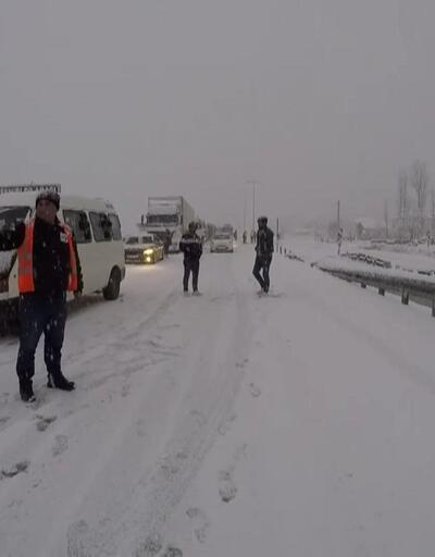Kar ambulansa geçit vermedi
