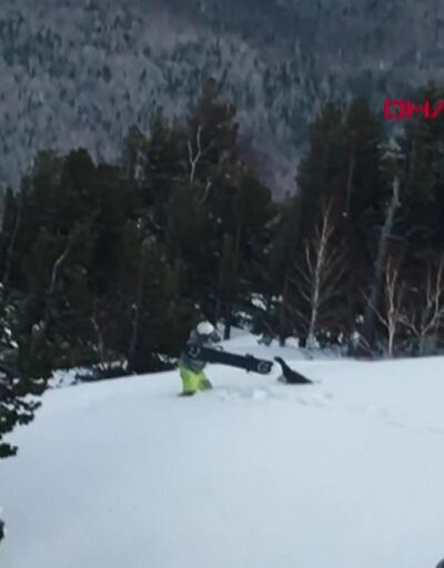 Üzerine kar püskürten gencin peşine düştü