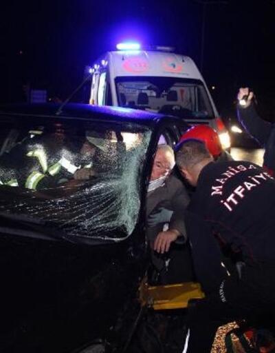 Minibüs ile çarpışan otomobilin sürücüsü ağır yaralandı
