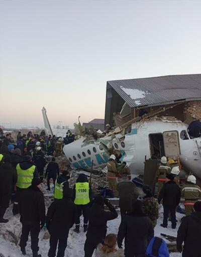 Son dakika! Kazakistan'da yolcu uçağı düştü
