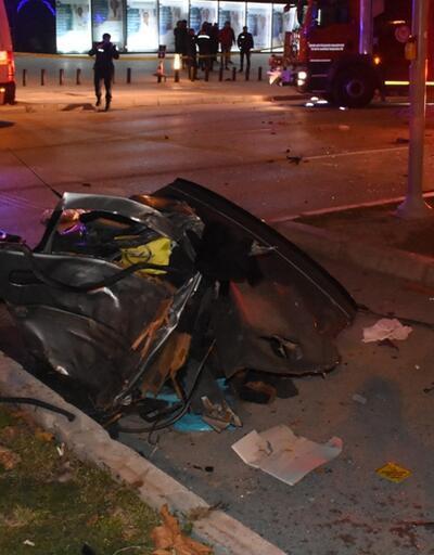 İzmir'de takla atan otomobil alev aldı: 2 ölü, 1 ağır yaralı
