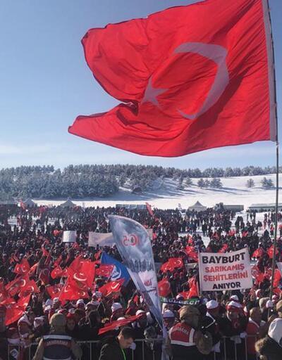 Sarıkamış şehitleri için 20 bin kişi karda yürüdü