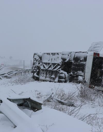 Kütahya'da yolcu otobüsü devrildi. 19 yaralı
