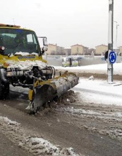 Başkent'te karla mücadele ekipleri sahada