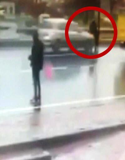 Otomobilin çarptığı kadın metrelerce havaya fırladı