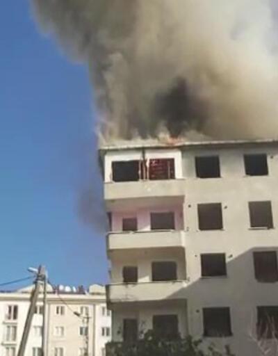 İnşaatın çatısında yangın paniği