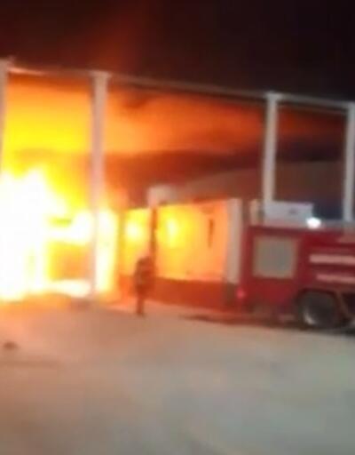 Gümrük görevlilerine kızıp TIR'ı ateşe verdi