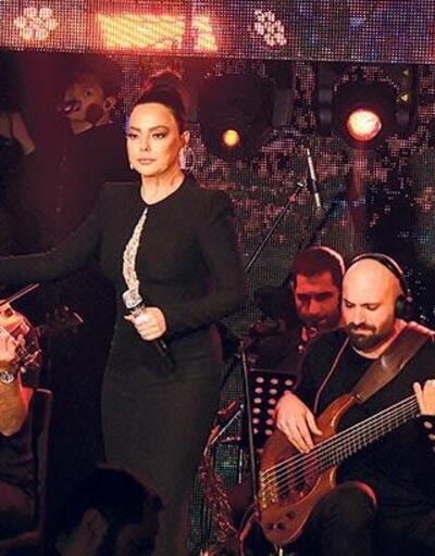 Ebru Gündeş'ten muhteşem performans