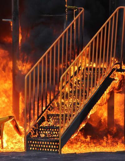 Kayseri'de çocuk parkını yaktılar