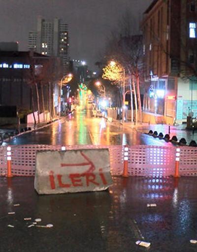 Boru patladı, cadde trafiğe kapatıldı!