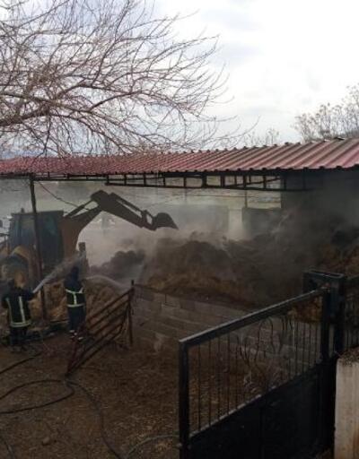 Ahır yangınında, 1000 balya saman zarar gördü