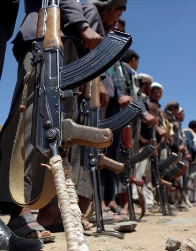 Husilerden Yemen'de askeri kampa saldırı: Çok sayıda ölü var