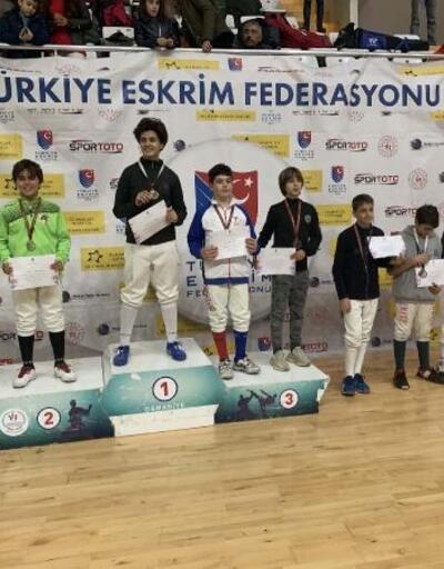 Eskrimde alt yaşlar EPE açık turnuvası Osmaniye'de yapıldı