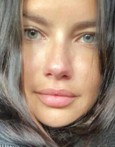 Adriana Lima'dan makyajsız poz