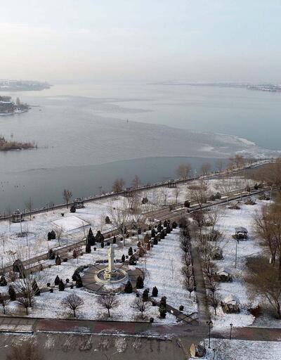 Ankara'da Mogan Gölü kısmen buz tuttu