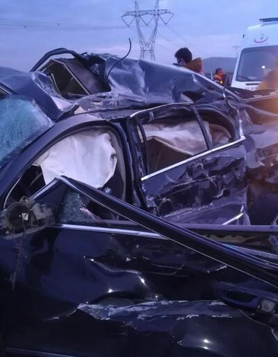 Tekeri patlayan otomobil TIR'a çarptı: 2 ölü