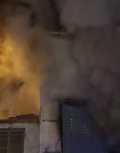İstanbul'da mobilya imalathanesinde yangın