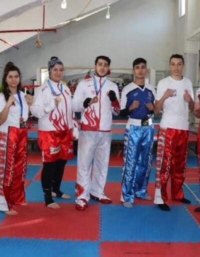 Burdurlu kick boksçular 6 madalyayla döndü