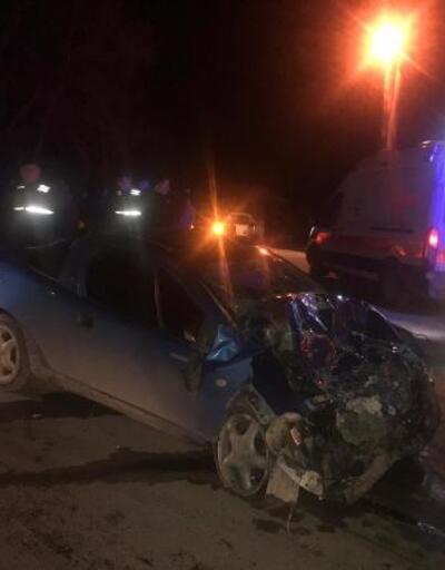 Otomobil ile kamyonet çarpıştı: 9 yaralı