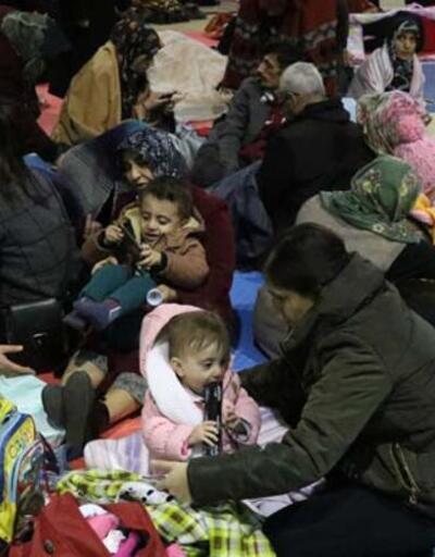Deprem sonrası Elazığlılar geceyi böyle geçirdi