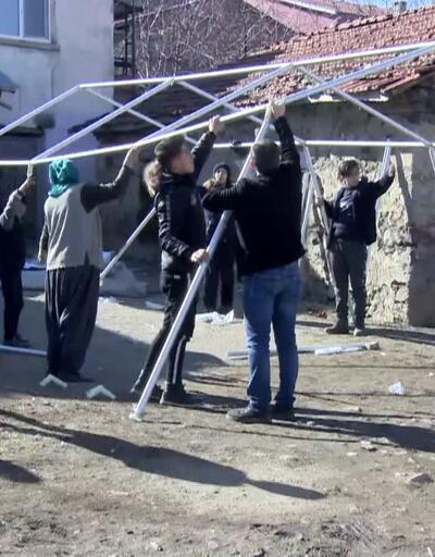 Elazığ'daki depremin yaraları sarılmaya çalışılıyor