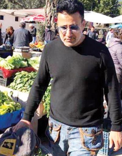 Şarkıcı Emrah halk pazarında