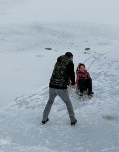 Karabük'te gölet buz tuttu