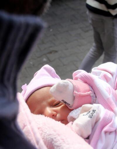 40 günlük bebeği kapı önüne bıraktı, 'Babasına ders vermek istedim' dedi