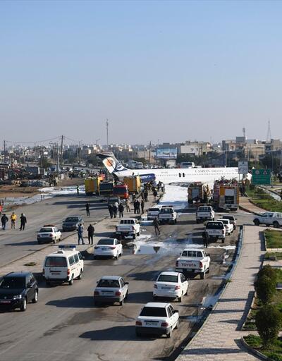Son dakika... İran'da bir yolcu uçağı şehir merkezindeki karayoluna acil iniş yaptı