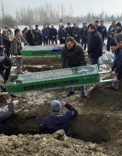Yangında ölen baba, anne ve kızı yan yana toprağa verildi
