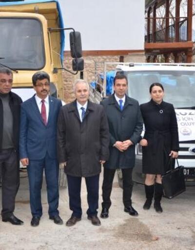 Kozan'dan depremzedelere 2 kamyon yardım