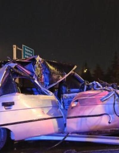 Otomobil kamyonete arkadan çarptı: 2'si çocuk 4 yaralı