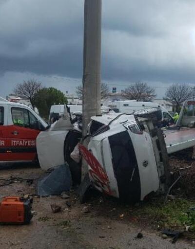 Elektrik direğine çarpan otomobilin sürücüsü öldü