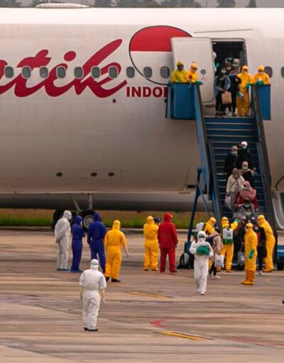 Dünyada virüs alarmı sürüyor: Uçaktan indikleri an neye uğradıklarını şaşırdılar