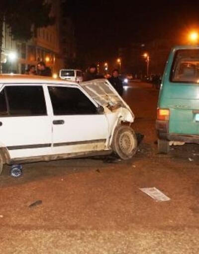Ankara'da otomobil ile minibüs çarpıştı: 4 yaralı