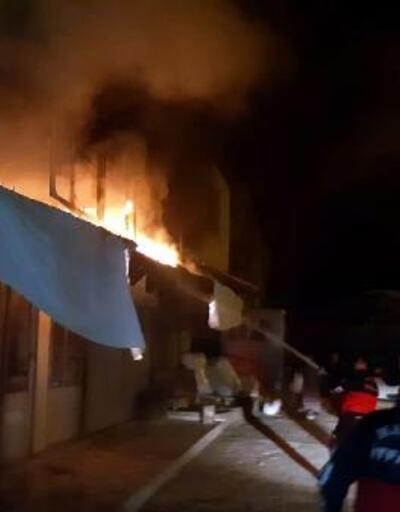 Giyim mağazasındaki yangın, yarım saatte söndürüldü