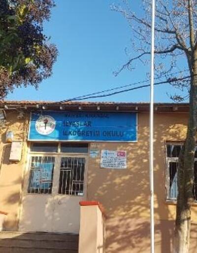Manisa'da depremde zarar gören okulun bir bloğuna 'ağır hasarlı' raporu