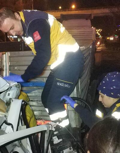 Aracıyla TIR'ın altına giren iş adamı ağır yaralandı