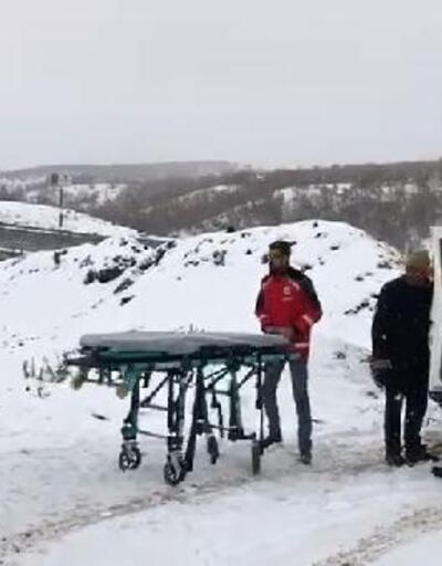Düşüp ayağı kırılan kadını, UMKE hastaneye götürdü