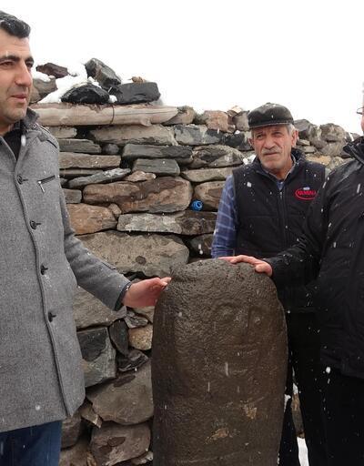 """Erzurum'da 2500 yıllık 'taşbaba' heykeli bulundu... """"Anadolu'daki ilk örneklerden biri"""""""