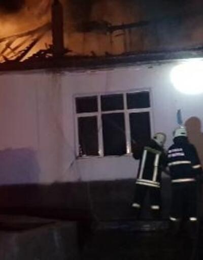 Konya'da tek katlı ev yandı