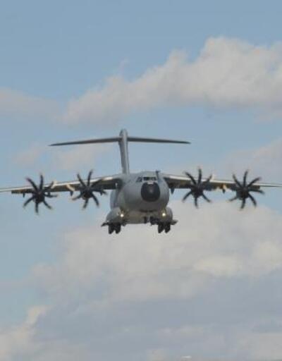 AFAD ve Jandarma personelini taşıyan askeri uçak Van'a indi