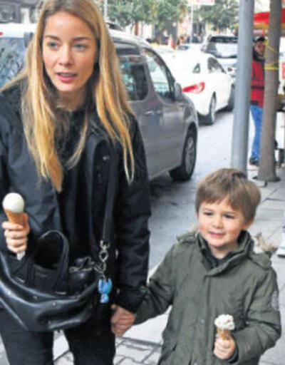 Bade İşçil ve oğlu kış günü dondurma yedi
