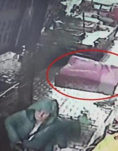 4'üncü kattan düşen koltuğun altında kalmaktan saniyelerle kurtuldu