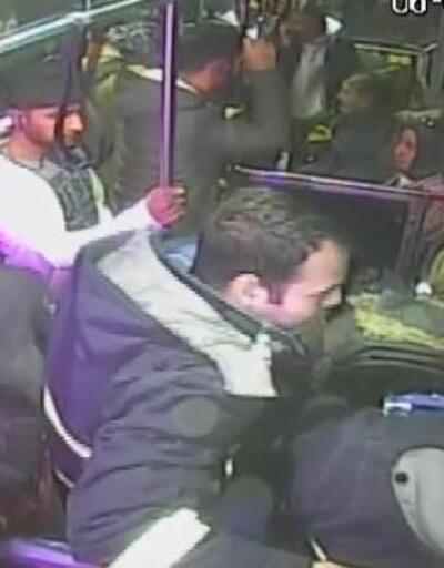Otobüste bayılan yolcusunu hastaneye ulaştırdı