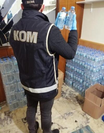İzmir'de evde yaklaşık yarım ton sahte içki ele geçirildi