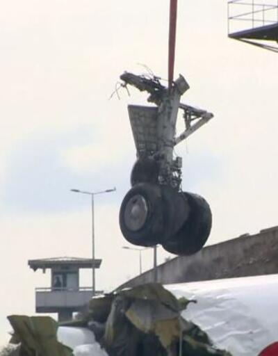 3 parça olan uçak kaldırılıyor