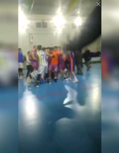 Maçta hakemlere saldırdılar