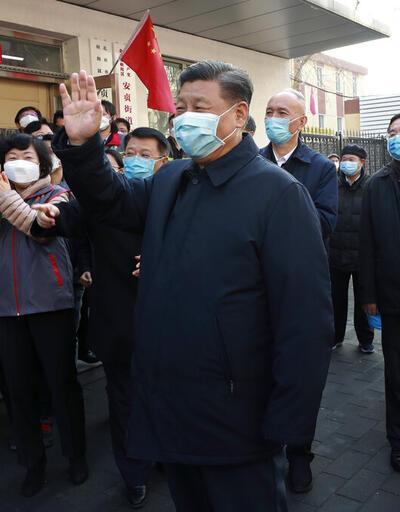 Maske taktı, el sıkmadı: Doktorun ölümü sonrası Xi, ilk kez halk karşısına çıktı